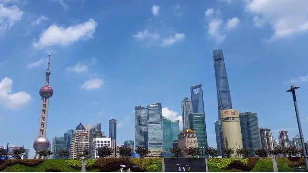 Shanghais skyline dagtid. Vi er skyskraperne på motsatt side av The Bund