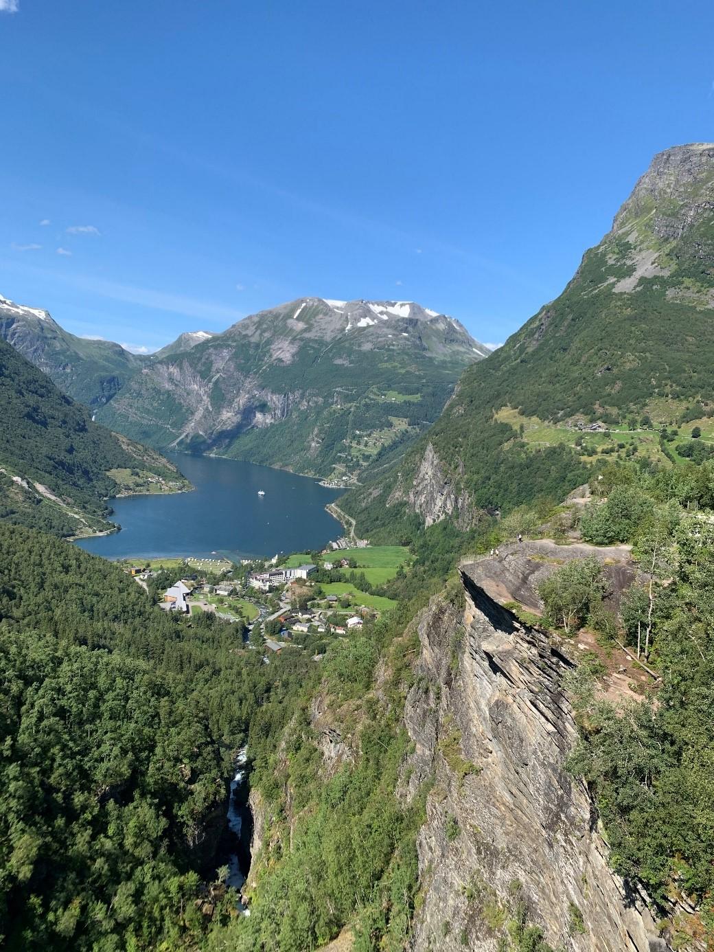 Bilde av Geirangerfjorden tatt fra høyden